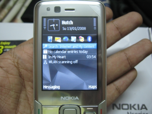 Nokia N82 in palm