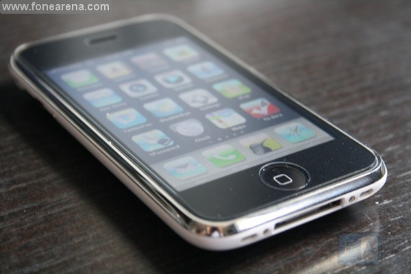 One interesting feature of the iPhone 3GS is the new Oleophobic screen which