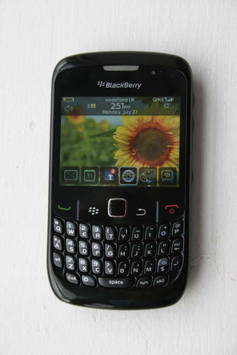 photos-blackberry-curve-8520-handset-10