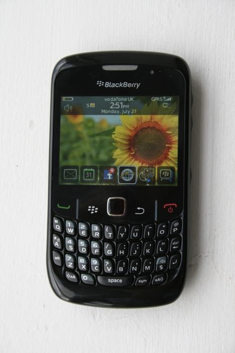photos-blackberry-curve-8520-handset-10