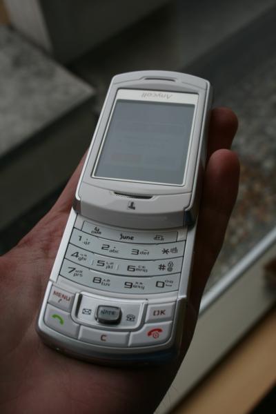 samsung-sch-b710-3d-mobile-phone-1